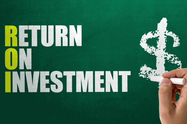 RETURN ON INVESTMENT is in block letters on a chalkboard and a hand is drawing a dollar sign.